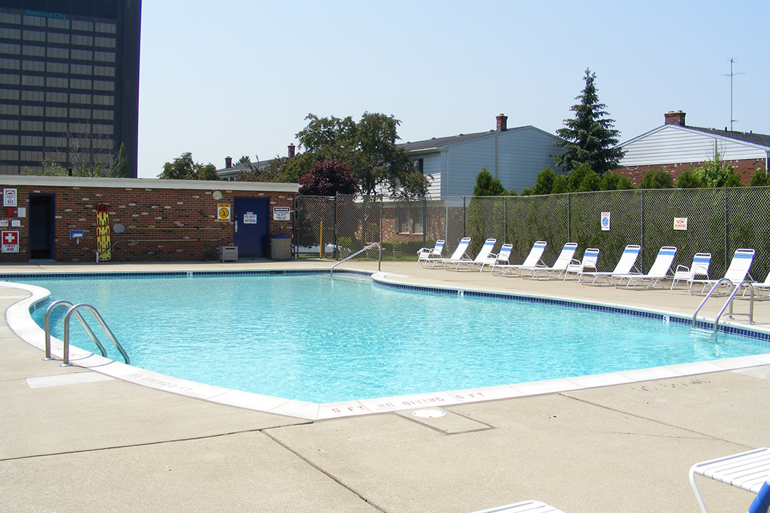 Swimming pool at Fountain Park Apartments